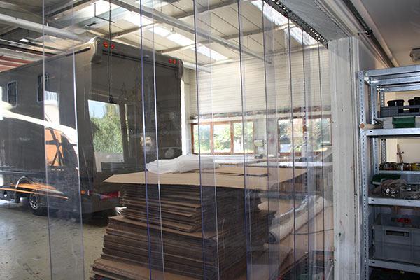 k lteschutz und staubschutz bei fa hummel streifenvorhang. Black Bedroom Furniture Sets. Home Design Ideas
