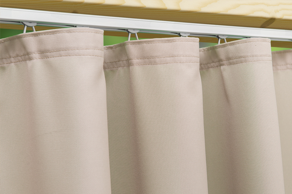 Aussenvorhang mit Deckenbefestigung