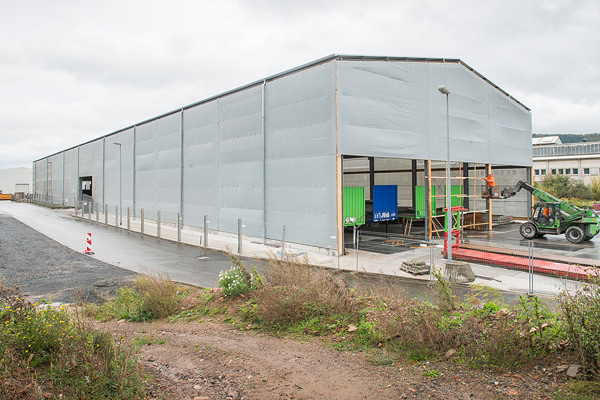 Windschutz für offene Industriehalle