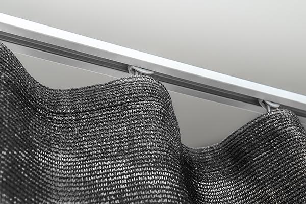 Vorhang schwarz - Schiene Aluminium silber eloxiert