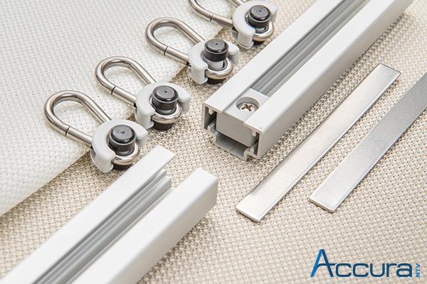 Zubehör für Outdoor-Vorhänge Edelstahl, Aluminium silber eloxiert und hoch UV-stabilisierte Kunststoffkomponenten.
