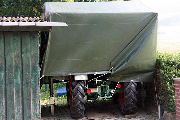 Zum Abdecken von Geräten in der Landwirtschaft