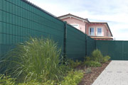 Hoher Sichtschutz für den Garten an öffentlichen Straßen und Wegen
