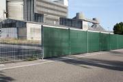 Industrie-Sichtschutz und Windschutz mit Kabelbindern schnell befestigt