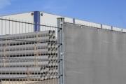 Zaunblende am Stabmattenzaun als Windschtz für Industriegelände und Lagerplätze