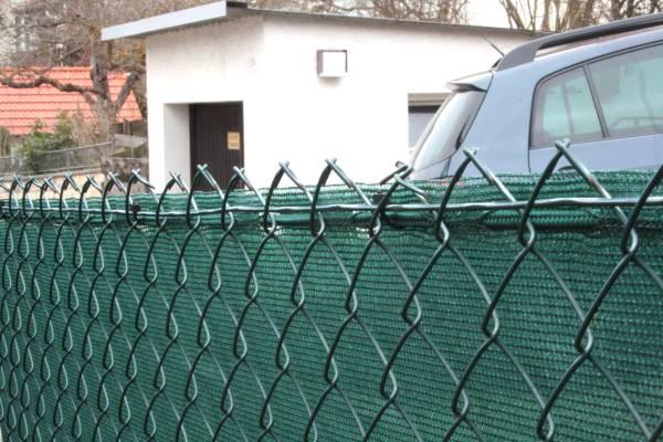 Befestigung Windschutznetz am Maschendrahtzaun
